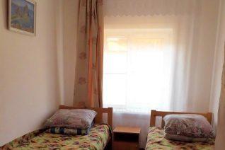 Спальня комната одного из номеров